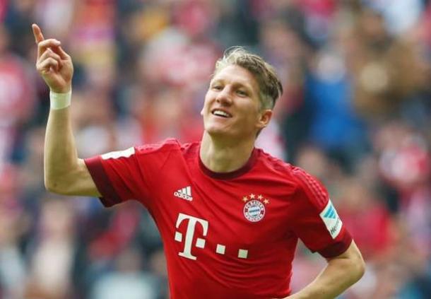 Bastian Schweinsteiger Segera Kenakan Jersey Manchester United