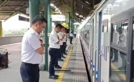Senior Manager Humas KAI Daop 1 Jakarta Mengatakan Penghormatan Terhadap Kereta Yang Akan Berangkat Bukan Porter Saja
