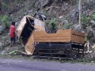 Mobil Bak Terbuka Tabrak Tebing di Gunungkidul Tewaskan 1 Penumpang