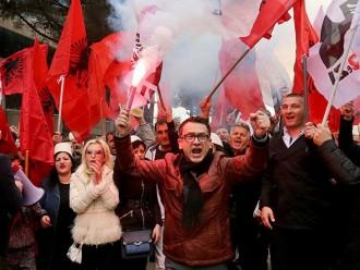 Demo di Depan Gedung Parlemen Albania Tuntut PM Edi Rama Mundur Berakhir Ricuh