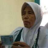 Nenek Penjual Kacang Goreng Bisa Naik Haji
